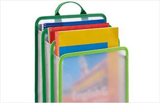 Heftbox gefüllt mit Heften ohne Esensohren